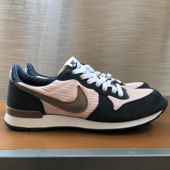 Vintage Nike running shoes size 7 NWOT
